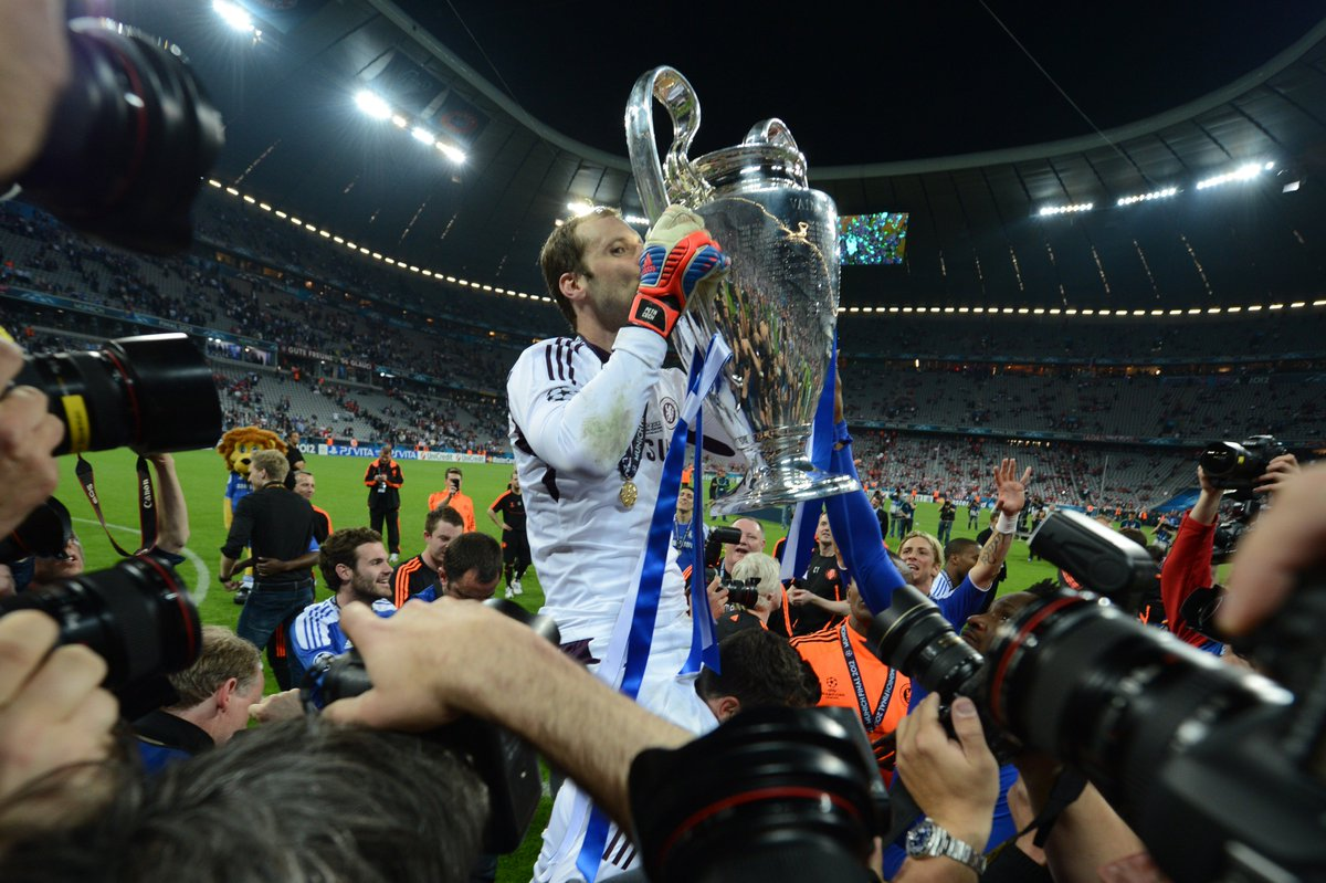 2012 #UCL winner &amp; Chelsea legend Petr Čech will retire at the end of the season . <br>http://pic.twitter.com/9lqA8CJaFS