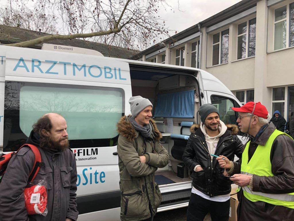 Seit 2010 spendet Mainz 05 hilft e.V. 10.000 € für Armut und Gesundheit e.V.. Davon werden Schlafsäcke, Isomatten und Thermounterwäsche gekauft und an Obdachlose verteilt. Seit 25 Jahren fährt das Arztmobil durch Deutschland und unterstützt Hilfebedürftige. #jederistwertvoll 🙌