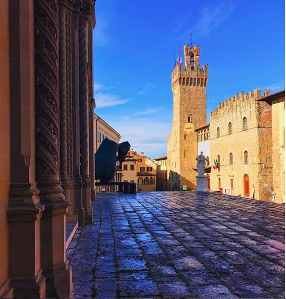 Arezzo via IG jacoemme #travel #arezzo #italy #beautyfromitaly https://t.co/7dzRuAkgVp