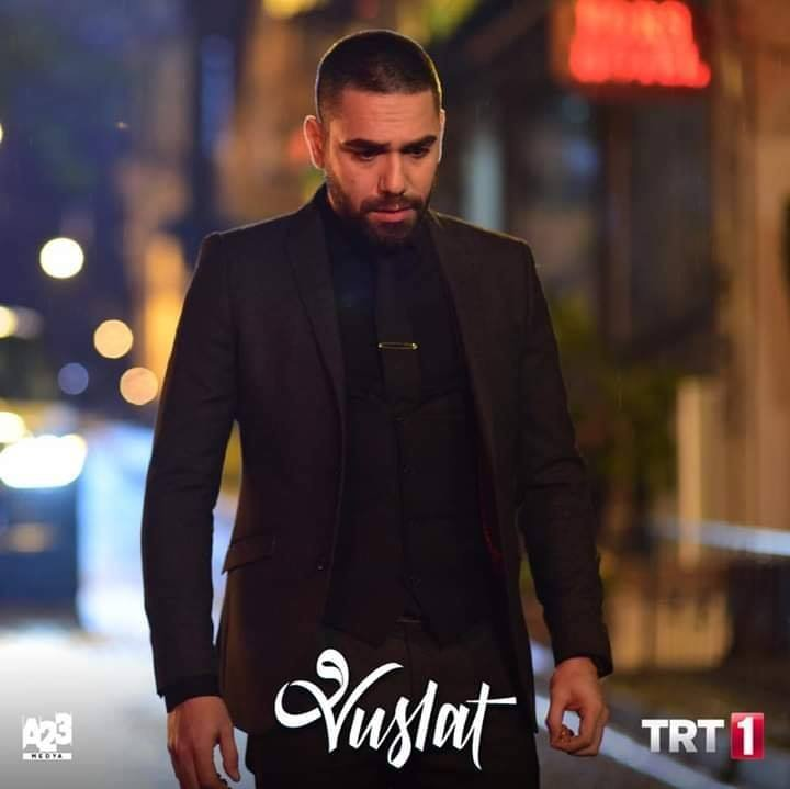 U know what he told her to make that smile on her face ???!!!! He said: Aren't u curious to know howdoes a killer's life style look like   #KadirDoğulu #Aziz #DevrimÖzkan #Feride #Vuslat #AzFer