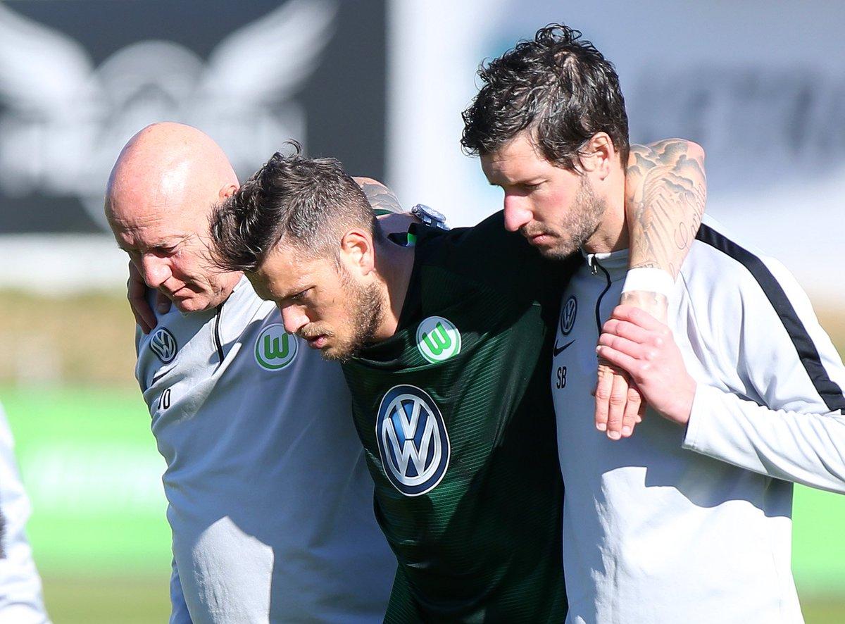 Bittere Nachricht: Daniel Ginczek hat sich beim Testspiel gegen HNK Rijeka eine Bandverletzung im Fuß zugezogen und wird den Wölfen mehrere Wochen fehlen. Gute Besserung, Daniel! 🙏➡️ https://t.co/lOx1baFKQM #VfLWolfsburg