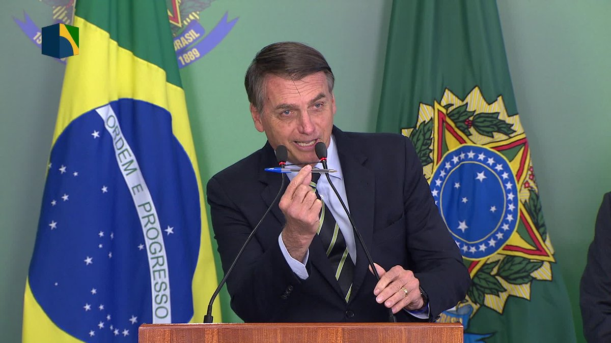 Bolsonaro assina decreto que facilita posse de armas https://t.co/UoBWLNMM6L #G1