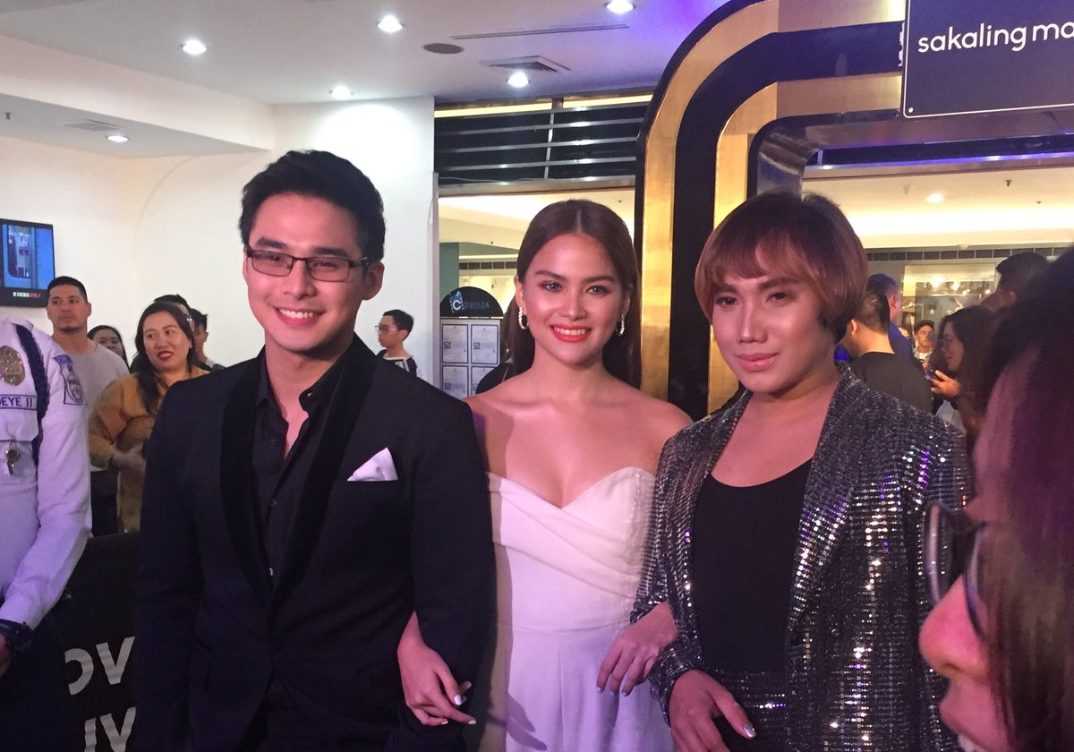 The cast finally arrived for the premiere night of Sakaling Maging Tayo. #SMTBlackCarpet https://t.co/6hd7YQKbtw