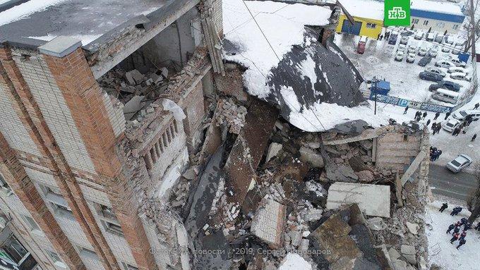 Число жертв взрыва газа в Шахтах Ростовской области увеличилось до четырех. Спасатели нашли тела еще двоих человек. Судьба одного остается неизвестной Фото