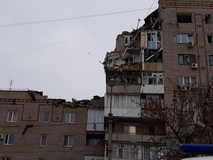 Подумала, что это хохлы на нас напали, - очевидцы о взрыве жилого дома в российском г. Шахты Фото