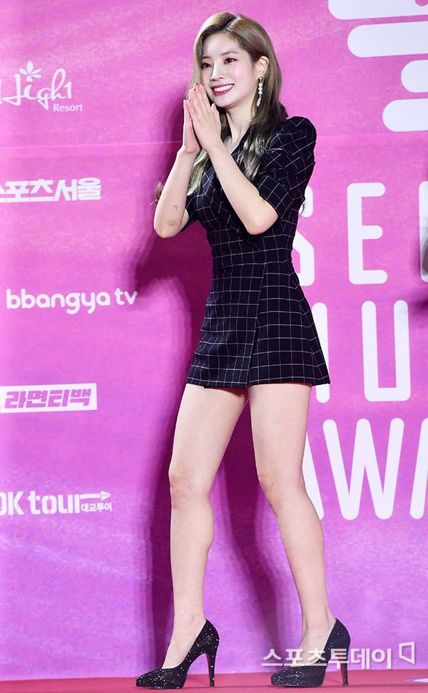 Look at those calves muscle. Look at those legs. Yes, Dahyun can strangle me with those legs of hers. <br>http://pic.twitter.com/yUepbtQz9k