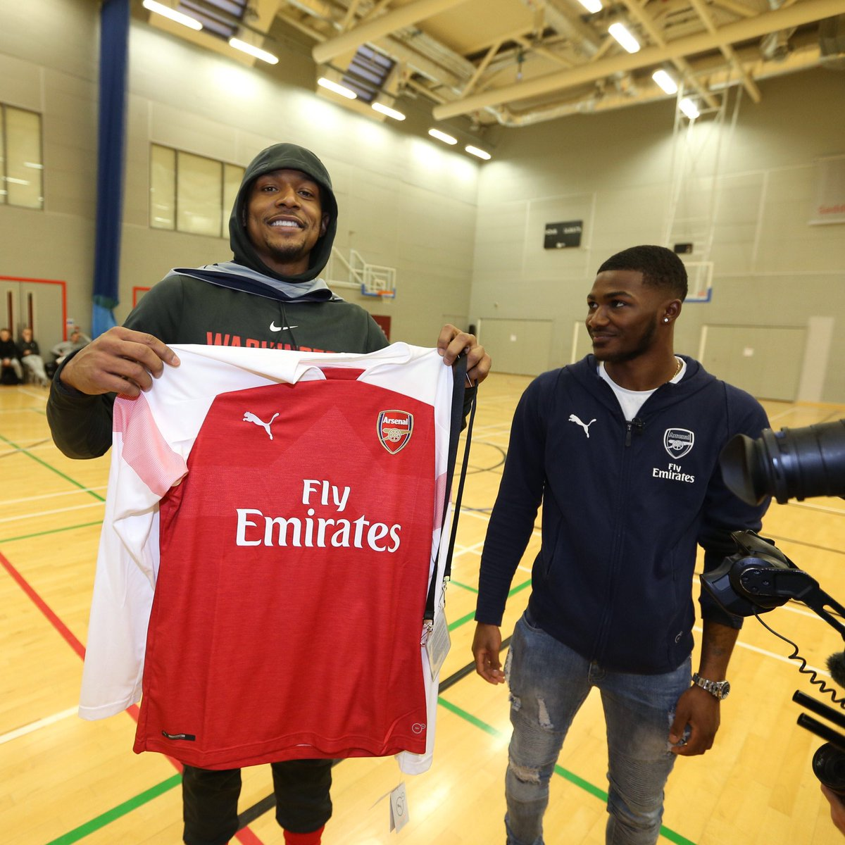 Great to have @Arsenal's @Ains_7 stop by our first practice in London today! 🏀⚽️  #NBALondon   #DCFamily