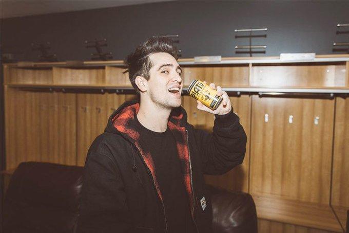 #RoaEn921FM 🤗 ¡Habrá una edición limitada de cerveza inspirada en Panic! at the Toda la información aquí... -> Foto