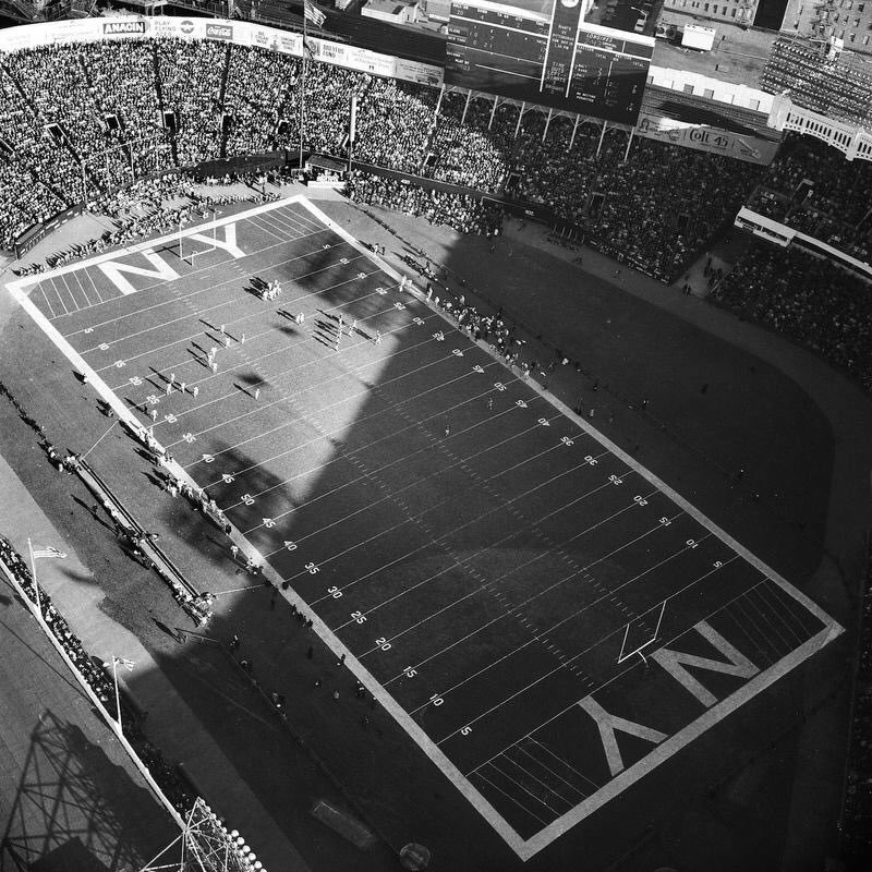 """""""Old Days""""An SRO crowd at Yankee Stadium,Watches Cleveland Browns vs New York Giants in 1967.#NYGiants #Browns #Cleveland #NFL #NYC #1960s<br>http://pic.twitter.com/GeTAzHPejF"""