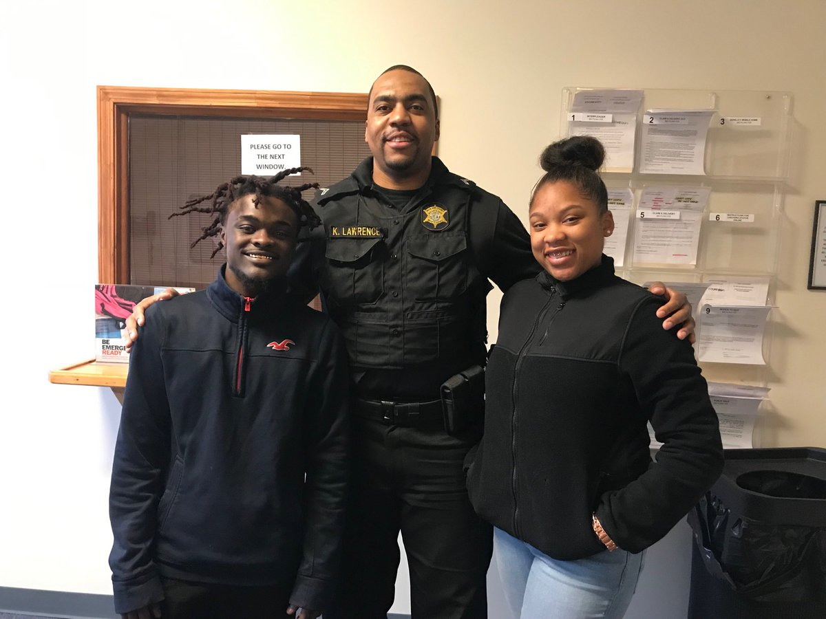 Here are the young college students I made the deal with on livepd in May and told them if they made the Deans list I would drop the tickets! Unfortunately they did not make the Deans List but they gave a valiant effort and stayed in contact! Hard work pays off ⁦@RCSD⁩<br>http://pic.twitter.com/kkNTa86rxh