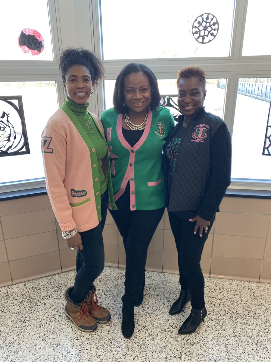Happy Founders Day to the incredible ladies of #AlphaKappaAlpha who support the education of our amazing @SwaMagnet scholars each day! – at South West Academy