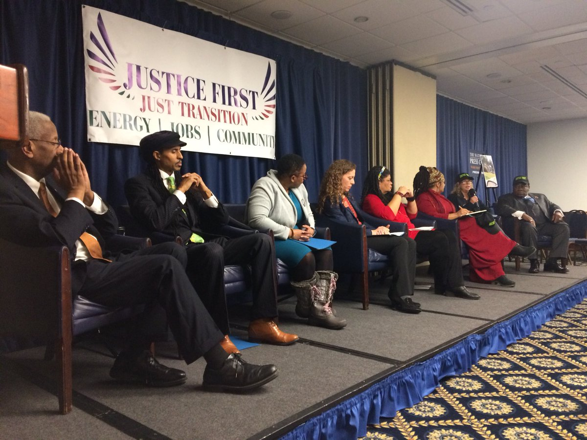 On MLK's 90th birthday, we are standing for #JusticeFirst. #ActOnClimate #Stand4Forests #JustTransition<br>http://pic.twitter.com/FKpXQriBdD