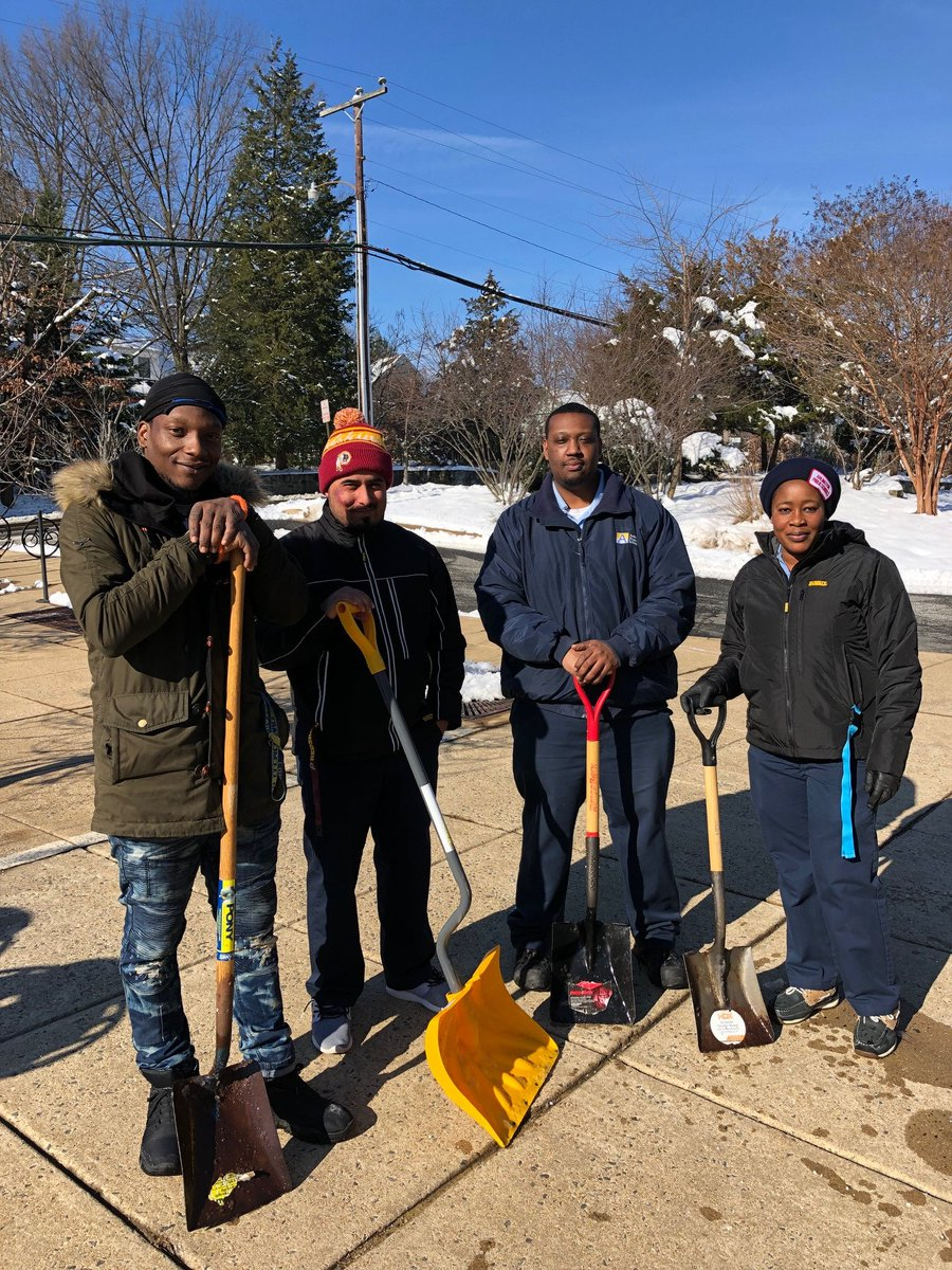 Long Branch Custodians did an excellent job at removing the snow!❄️❄️❄️ <a target='_blank' href='http://twitter.com/apsmaint'>@apsmaint</a> <a target='_blank' href='http://twitter.com/APSVirginia'>@APSVirginia</a> <a target='_blank' href='https://t.co/GHLcXkVNcf'>https://t.co/GHLcXkVNcf</a>