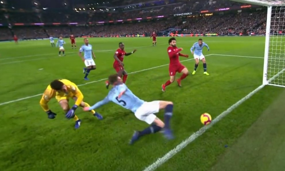 HALF TIME Talking points: It doesn't getting any closer than this. Was this a goal? #MCILIV #PremierLeague #MANLIV https://t.co/oL3EgPbtGO