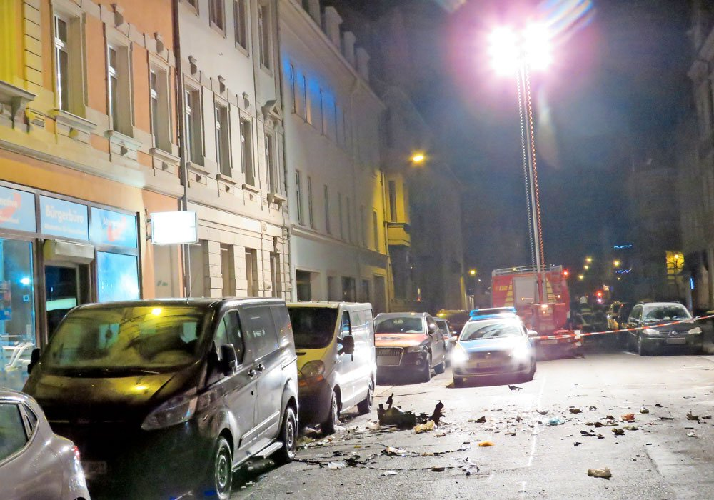 Schwere Explosion vor AfD-Büro in Döbeln   https://t.co/zI6mVdkHzv