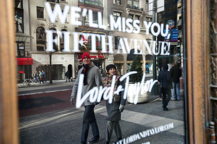 ef3e9bc3c77 ... 104-year-old flagship store of U.S. famous department store chain Lord    Taylor locks its door on Manhattan s  FifthAvenue forever