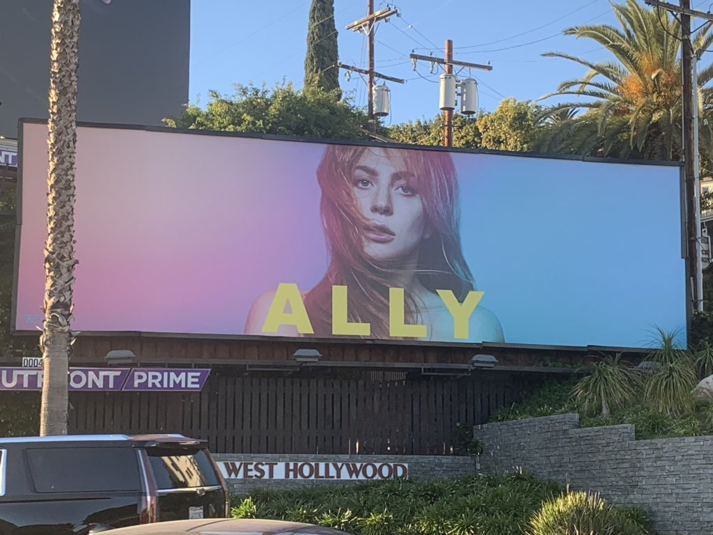 ALLY (GAGA) EN SUNSET STRIP