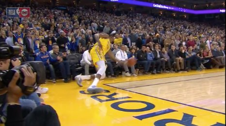 Was KD not out of bounds here? 🧐