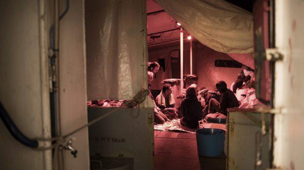 #Migranti, #Mediterranea in rotta verso Sea Watch 3: da 14 giorni in attesa di sbarcare https://t.co/TYdA62reIN