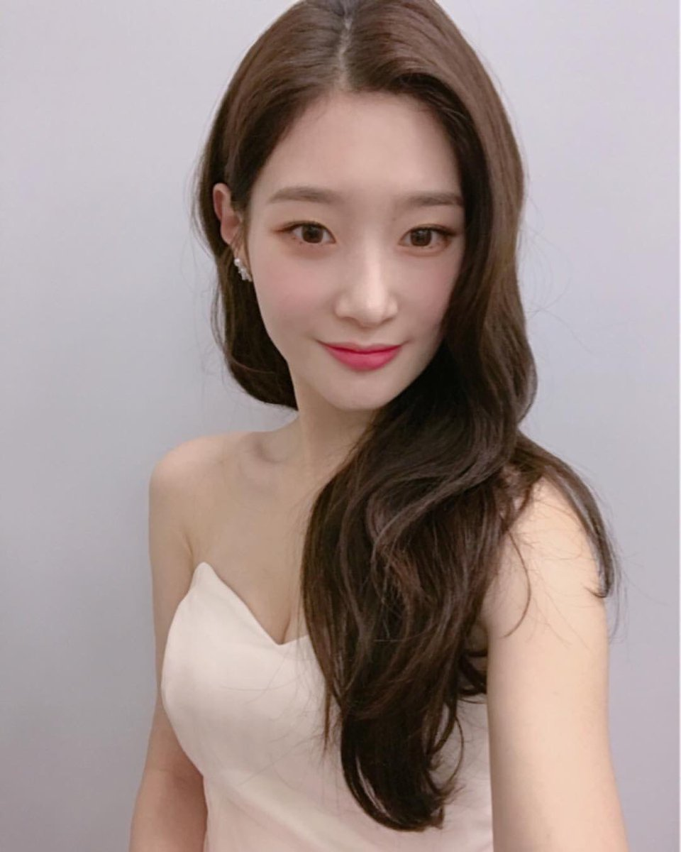 """[CHAESTAGRAM] 190104 #Chaeyeon's Instagram Update.  """"#2018mama #korea""""  #DIA #다이아 #정채연 #채연<br>http://pic.twitter.com/qvRZuyue1A"""