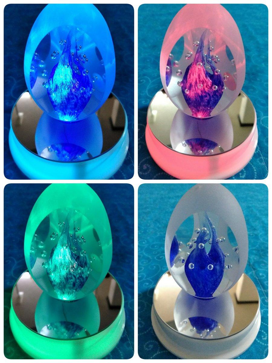 test ツイッターメディア - セリアのLED付ミラー台座にガラスをセット。 チェコ土産の謎卵オブジェが良い感じ 100円で電池付7色に点灯は優秀。  #セリア https://t.co/gF6E36FR9U
