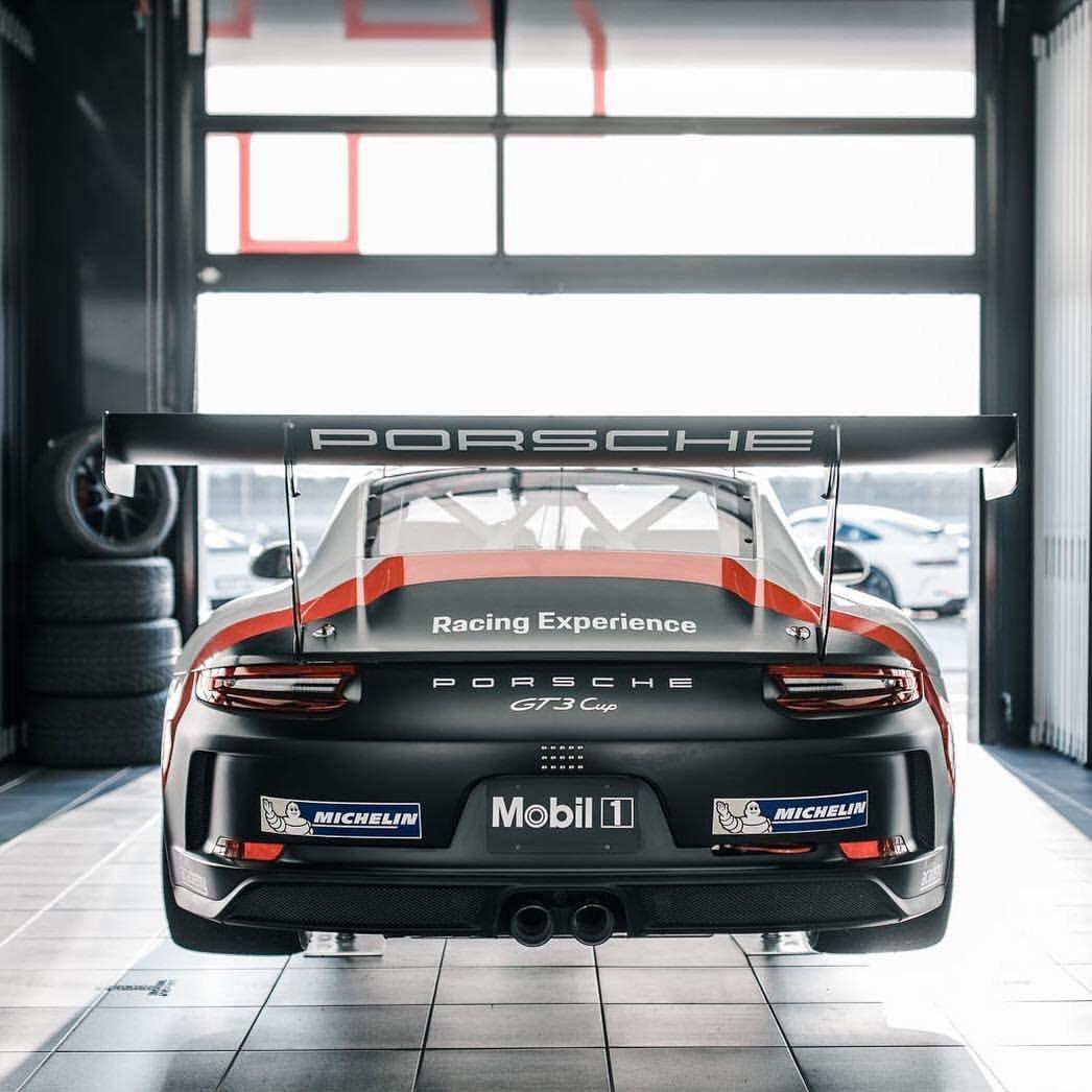 Porsche 911 RSR Extremely Loud Sound ! (New exhaust) https://t.co/kB6Nw2KUJD via @YouTube https://t.co/vWgonvIpWJ
