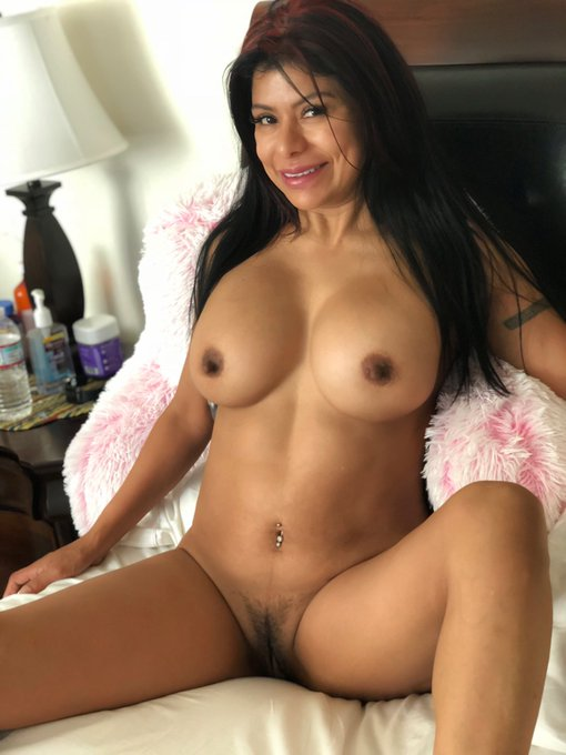 Black girl naked from the side