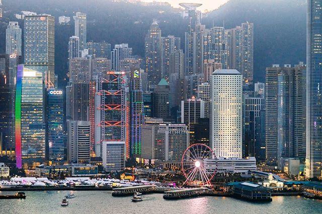 Great pic!  MT @dan3ady Hong Kong Island #discoverhongkong  #instameethk #instahongkong  #awesomehongkong #hongkongvisuals #visualhongkong  #HKlocals #unlimitedhongkong #hkstyle #reframingHK #insidehongkong #allabouthongkongpic.twitter.com/JNW1I8NGGo