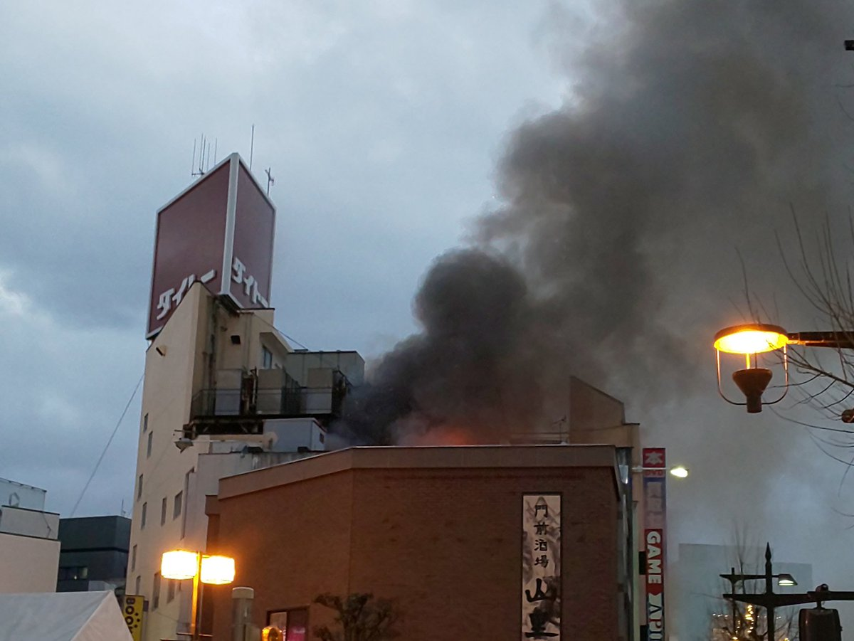 長野市南長野南石堂町で大量の黒煙上げる火災現場画像