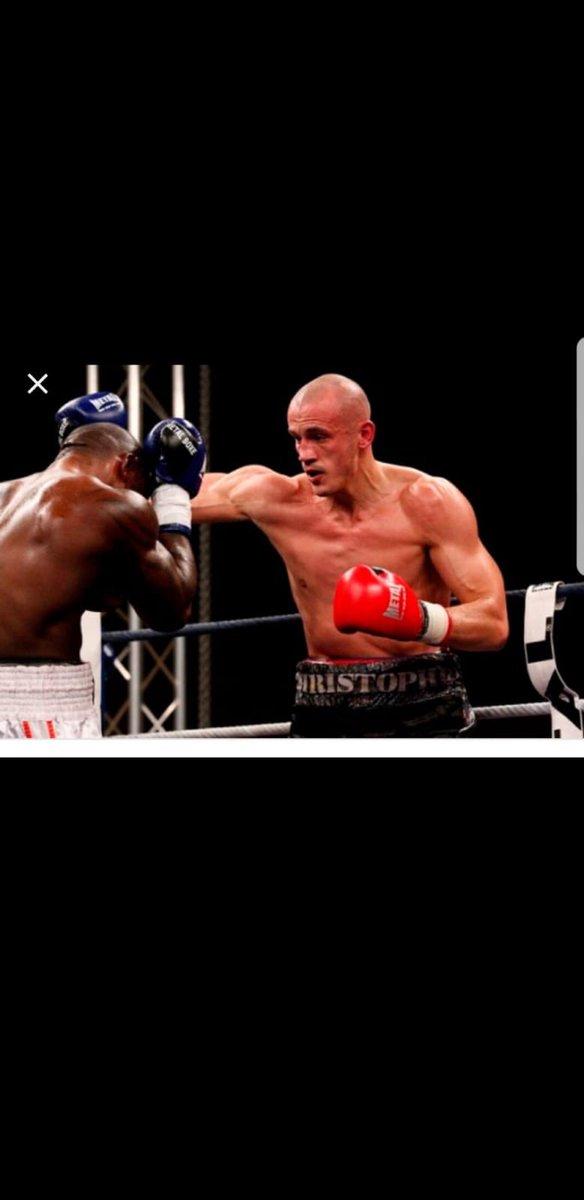 Monsieur, vous qui avez frappé un collègue à terre, vous êtes identifié. Pour un boxeur, vous ne respectez apparement pas beaucoup de règles. Nous allons vous apprendre celles du code pénal. @EmmanuelMacron @EPhilippePM @CCastaner @NunezLaurent @DGPNEricMorvan @prefpolice