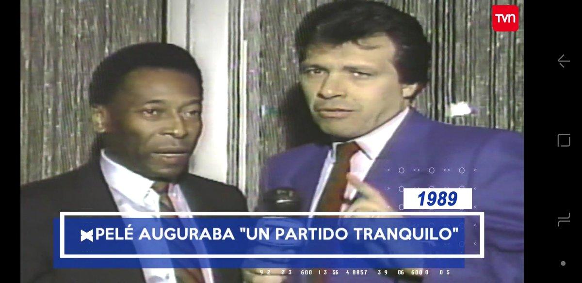 El mejor, @FigueroaChile entrevistando a Pelé. Recuerdo de 1989 #HabíaUnaVezTVN https://t.co/Y6ClAK0FvD