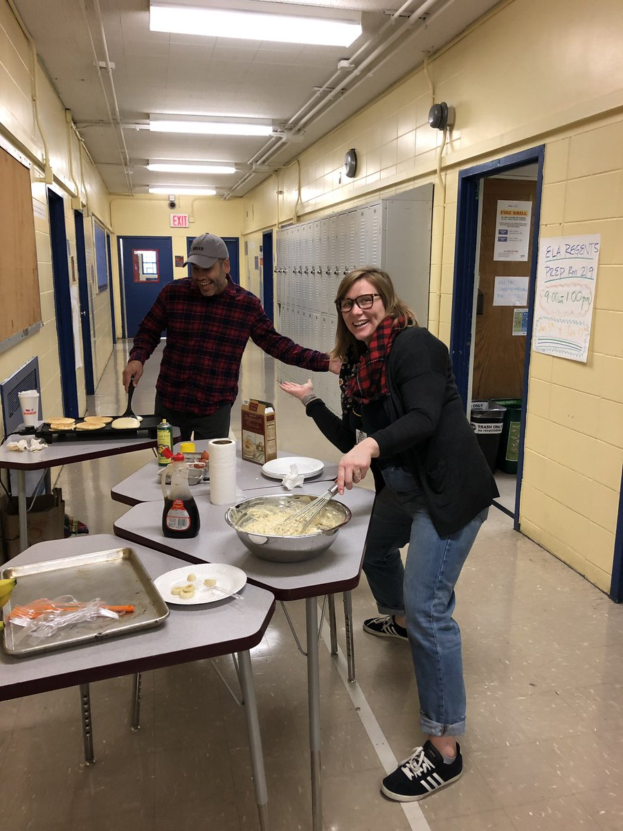 Whatever it takes to get students in the door on a #SaturdayMorning! Impromptu hallway #pancake station! @BHS497