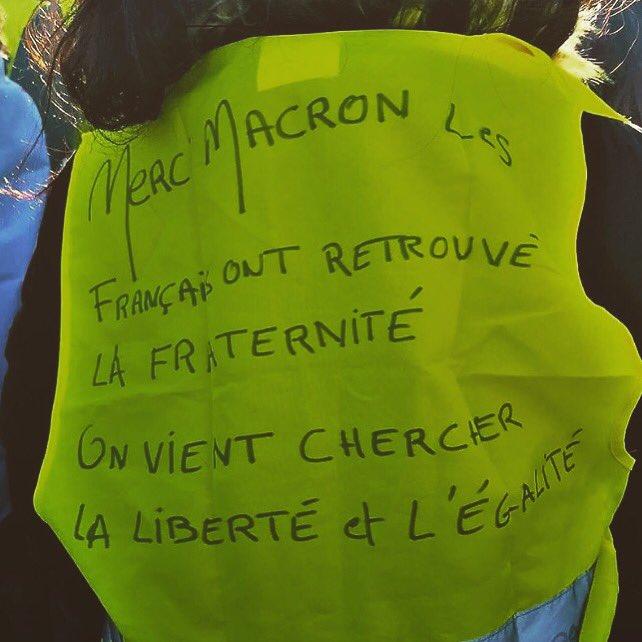 Beau message d'une #GiletJaune à #Macron ! #GiletsJaunes #ActeVIII