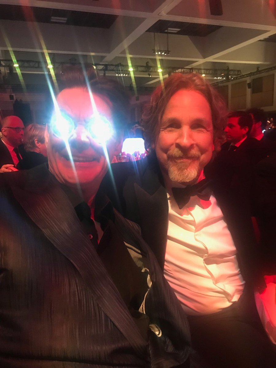 Dumb and Dumber and Green Book director Peter Farrelly (probably the nicest man in the world) being honored at the Palm Springs Film Festival. And me...me with the stars in my eyes. Actually just fake table candles I stuck in my sockets. Frrrreaky!!!!!
