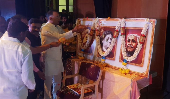 Remembering #SwamiVivekananda at the Sankalpa 2019 youth event organised by @annatarajgowda at Town Hall, Bengaluru. Vivekananda was an inspirational figure for the youth, who transformed the moribund status of Hinduism and gave it a dynamic, broad vision for nation building. Photo