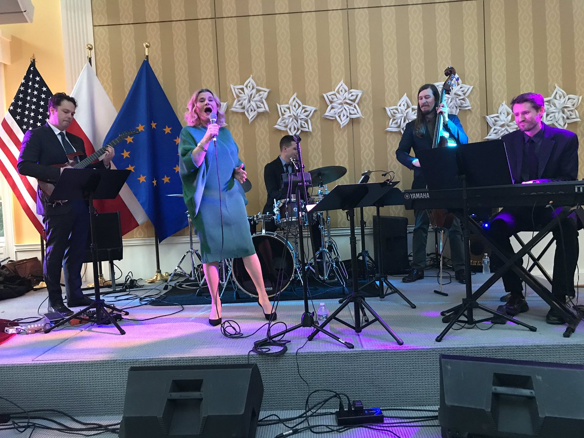 Many thanks to @grazynaauguscik and her great band for a wonderful Christmas carols concert in my residence, organized by the Polish Library in Washington, D.C. Special thanks to @gra_ze @PolishEmbassyUS