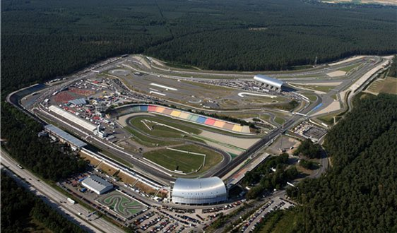 The truth is that holidays are beautiful, but the race Sundays are unbeatable. it's time to go back to push, to have fun, to race against amazing drivers. Feeling excited to be back into action...#itsraceday🇩🇪 @ApexOnRacing Enjoy the night 🚦🏎 🔥