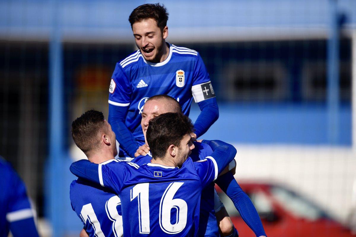 Los jugadores del Vetusta celebran uno de los goles (Foto: Real Oviedo).