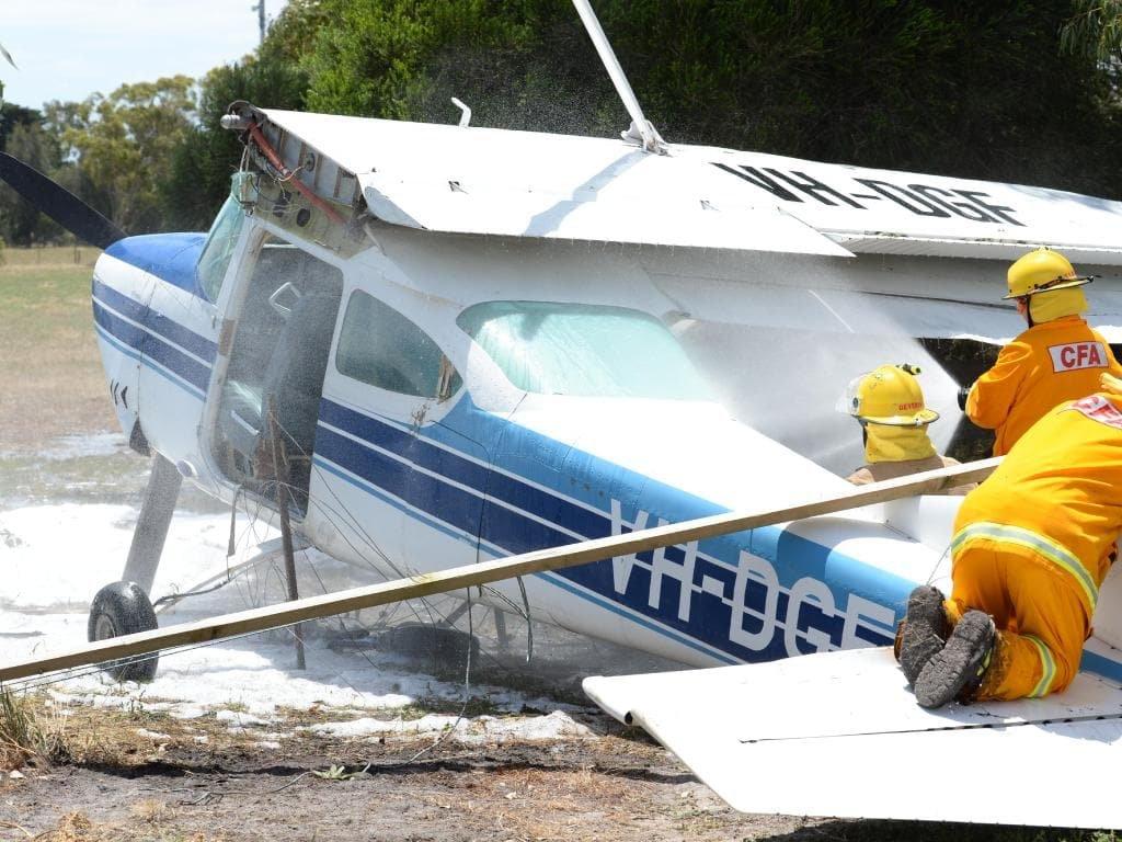 Wwwcrash Aerienaero Atterrissage Forcé Dun Cessna 182 Avec 4