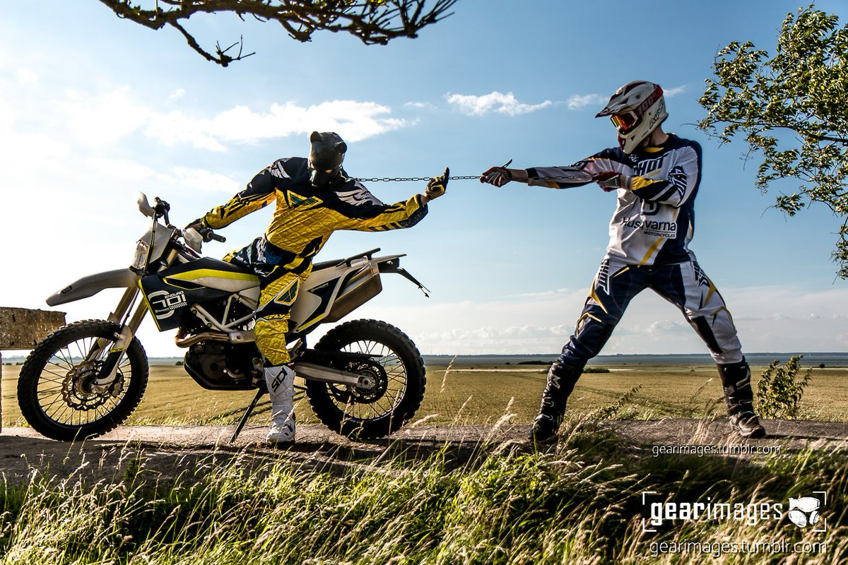 No. 33 - F*** off.  @dhy_spi    https:// gearimages.de/post/164838769 969/33-f-offich-spidhyhansen  …   #gear#husqvarna #701#rubbermask#dogplay#rubber#motocross#mx #dogmask#guysingear <br>http://pic.twitter.com/RyIdMOnNWY