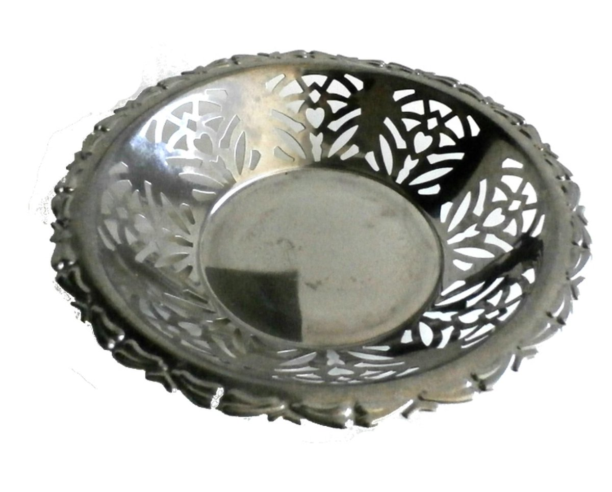 Round Metal Bread Basket #Midcentury Silver Bowl, Silver Wedding Table Centerpiece Dish, Vanity Decor  https://etsy.me/2VAIapd            #housewares #bowl #silver #basket #housewarming #entrywaydecor #kitchendecorpic.twitter.com/ALY8P3LpgP