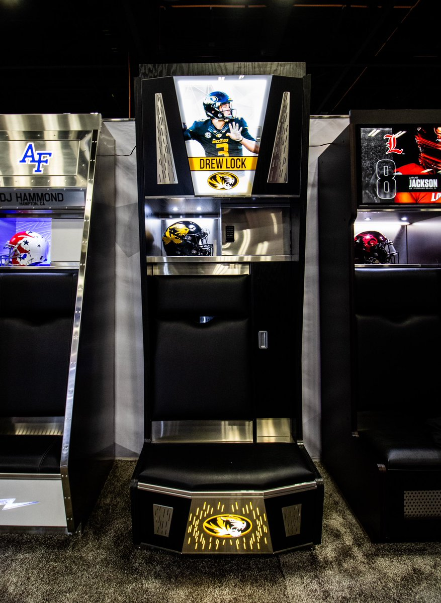 First time ever unveiling a locker at @weareafca! Mizzou Football's Lockers are game changing! 🔥