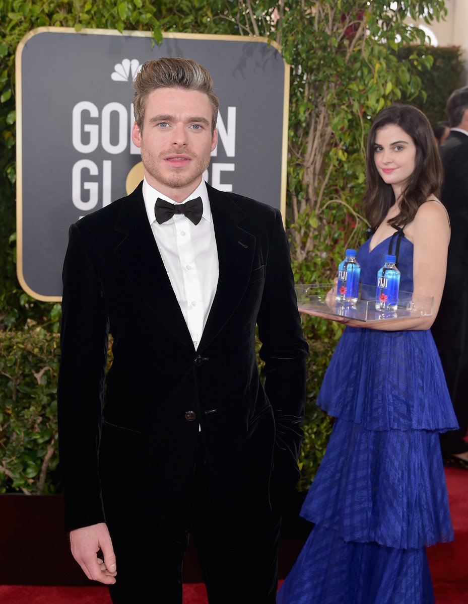 This woman holding FIJI Water at the #GoldenGlobes truly came to SERVE.