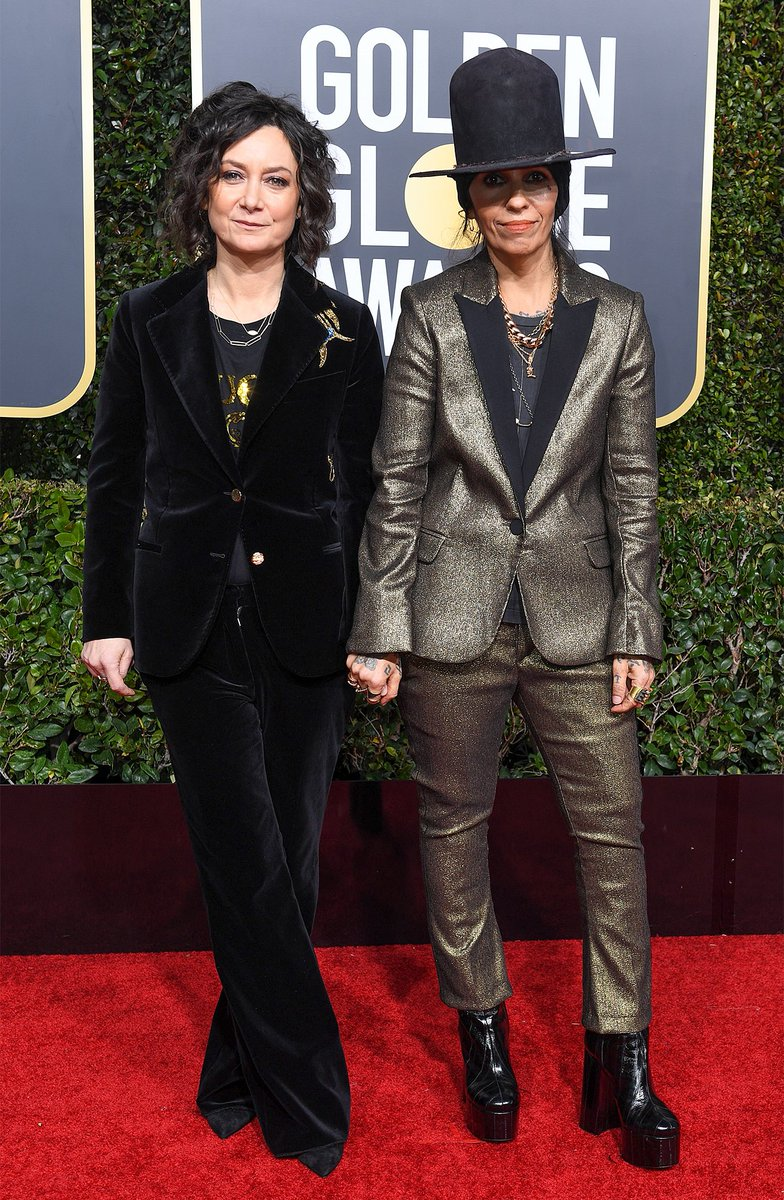 Floating the conspiracy theory now that Linda Perry stole Amy Sherman-Palladino's hat. #GoldenGlobes