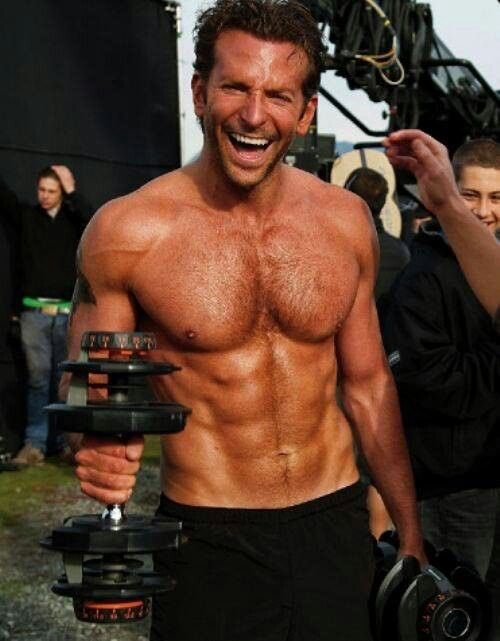 RT @HotFamousMen: We think that Bradley Cooper has a nice #GoldenGlobes between his legs 🍆 https://t.co/bsrp2PzQX6 https://t.co/4OAafvLPUh