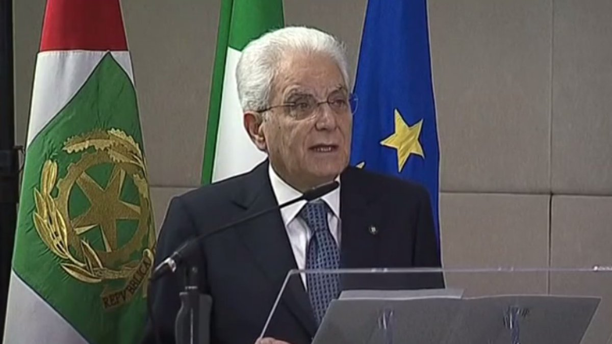Mattarella: Tricolore testimone di pace e cooperazione tra le genti #SergioMattarella https://t.co/94EDuLLkZi