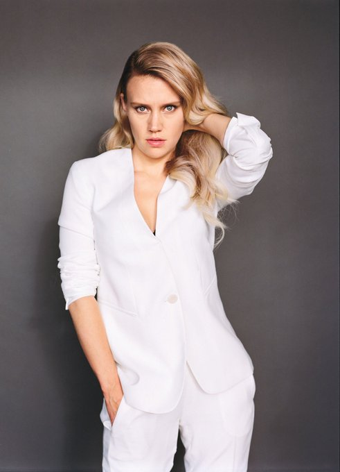 Can t let the night end without wishing a happy birthday to the incredible and irresistible Kate McKinnon.