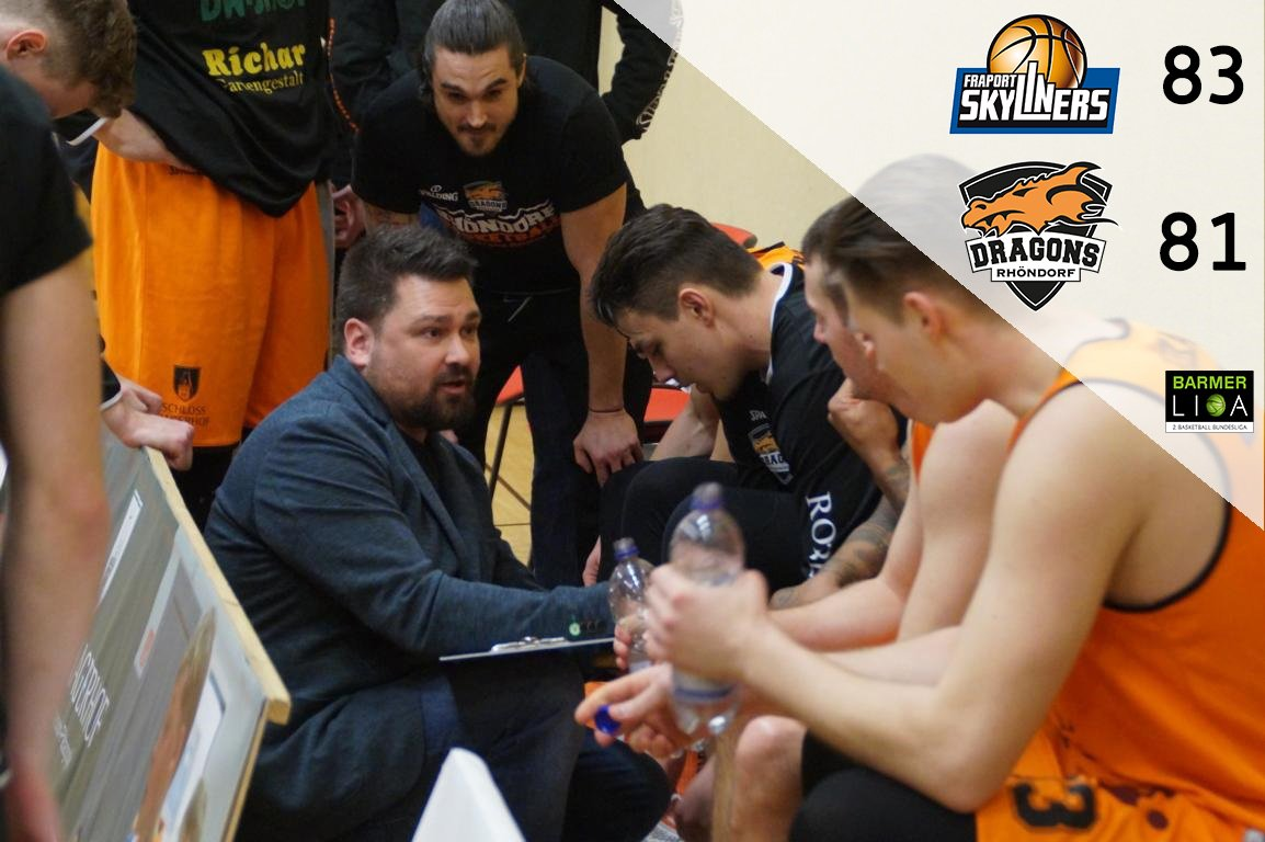 Elijah Clarance hält den Fluch der #BasketballCity am Leben  Mit der finalen Aktion des Spiels unterliegen die Dragons Rhöndorf bei den Juniors der @skyliners1999 .  #Gamereport >>> https://bit.ly/2QtRibt  #FeuerUndFlamme   #EsGehtImmerWeiter   #BARMERLiga    Schebenpic.twitter.com/n037zJtQrm