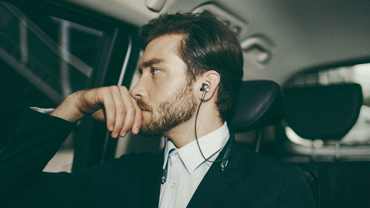 To kick off CES 2019, 1More is discounting its noise-canceling Bluetooth headphones