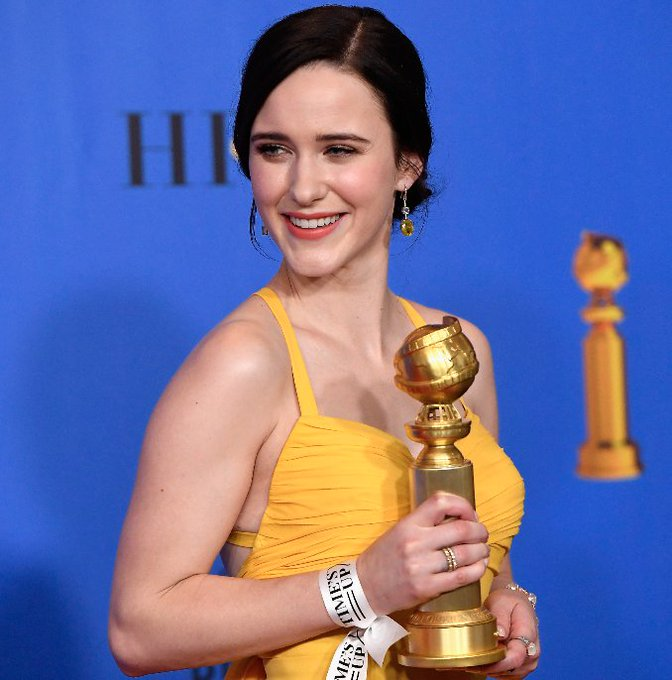 Golden Globe Awards - Page 19 DwTGL9aW0AApLCM